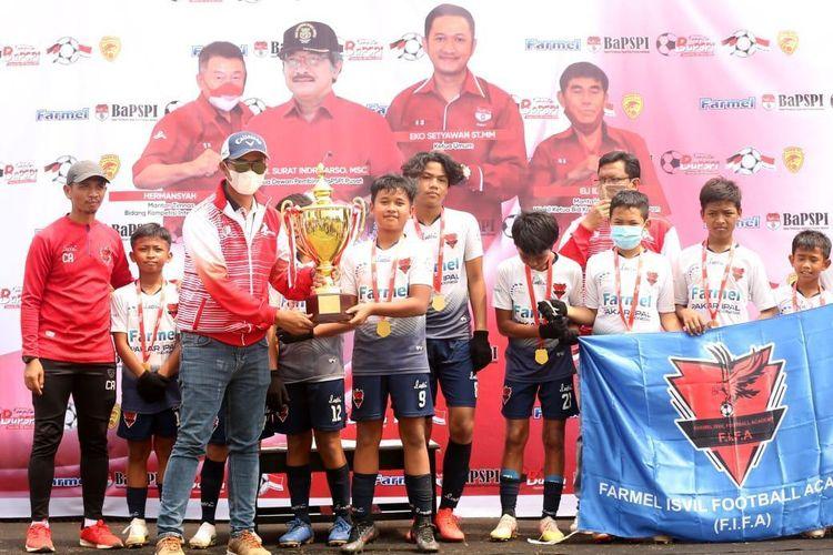 Sekolah Sepak Bola Farmel Isvil Football Academy (FIFA Farmel) kategori usia 12 tahun menjuarai Tournament BaPSPI pusat di Lapangan Harin FC Tangerang Selatan, Sabtu 10 April 2021.