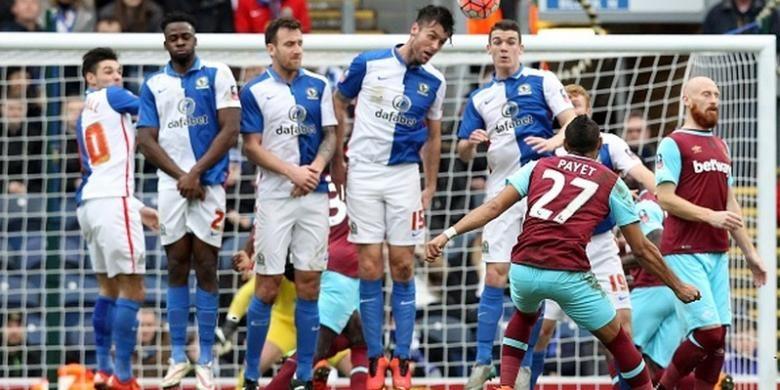 Dimitri Payet cetak 2 gol saat West Ham United menyingkirkan Blackburn Rovers pada babak ke-5 Piala FA, Minggu (21/2/2016).