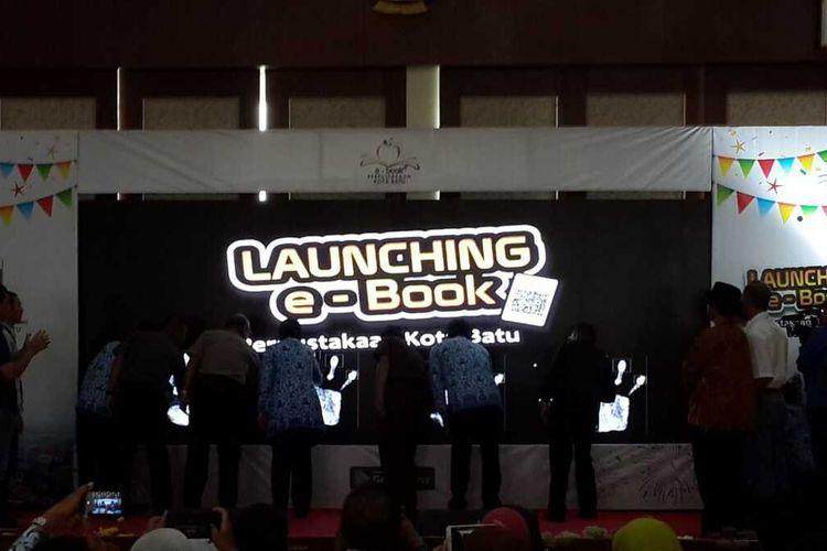 Peluncuran perpustakaan digital oleh Pemerintah Kota Batu, Jawa Timur, Selasa (17/12/2019).
