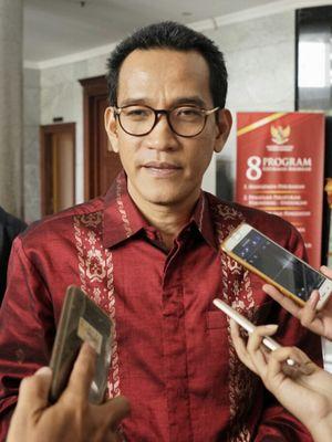 Ahli yang diajukan oleh KPK dalam sidang uji materi terkait hak angket, Refly Harun, usai memberikan keterangan ahli dalam sidang uji materi pasal 79 ayat (3) UU MD3 di Mahkamah Konstitusi, Jakarta Pusat, Rabu (25/10/2017).