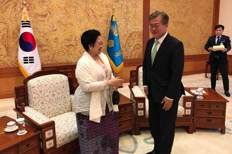 Presiden kelima RI Megawati Soekarnoputri bertemu Presiden Korea Selatan Moon Jae-in di Istana Kepresidenan Korea Selatan di Seoul, Korea Selatan, Senin (29/5/2017).