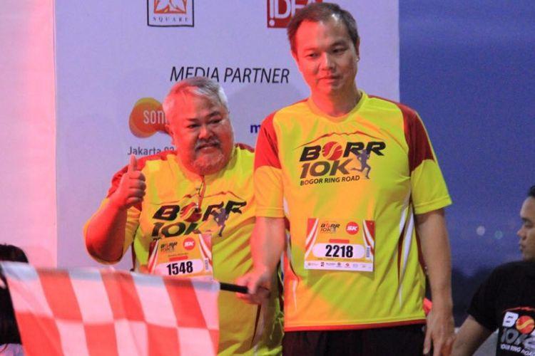 Direktur Utama PT Marga Sarana Jabar (MSJ) Hendro Atmodjo (kiri) saat membuka Bogor Running Race di Seksi IIB Tol Bogor Outer Ring Road (BORR), Minggu (1/4/2018) pagi.