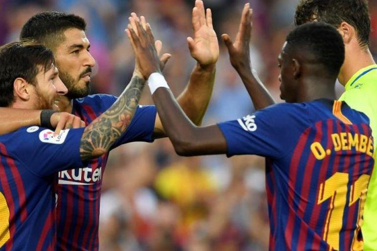 Lionel Messi (kiri) merayakan gol FC Barcelona ke gawang SD Huesca dalam partai Liga Spanyol di Camp Nou, Barcelona, 2 September 2018.