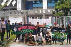 Termakan Hoaks Persebaya Tanding, Belasan Bonek Mendatangi Stadion Wibawa Mukti Cikarang