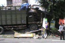 Rem Blong, Truk Gandeng Tabrak Toko Sembako