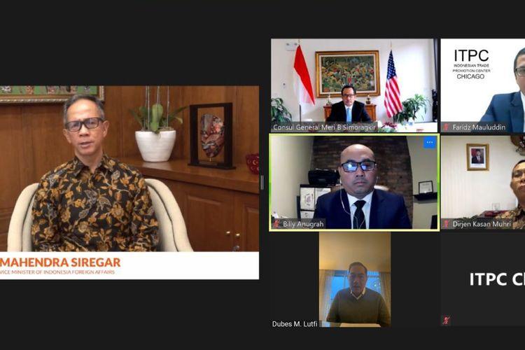 Wakil Menteri Luar Negeri, Mahendra Siregar (kiri) saat melakukan diskusi virtual dengan KJRI Chicago dan Indonesia Trade Promotion Center (ITPC) Chicago.
