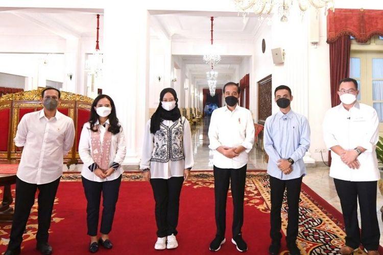 Ayu Sabrina, mahasiswa Prodi Hubungan Internasional Undip berkesempatan bertemu Presiden Jokowi dan Mendikbud Ristek Nadiem Makarim.
