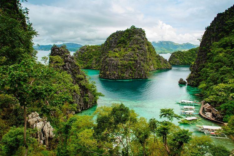 Ilustrasi Filipina - Coron Island.