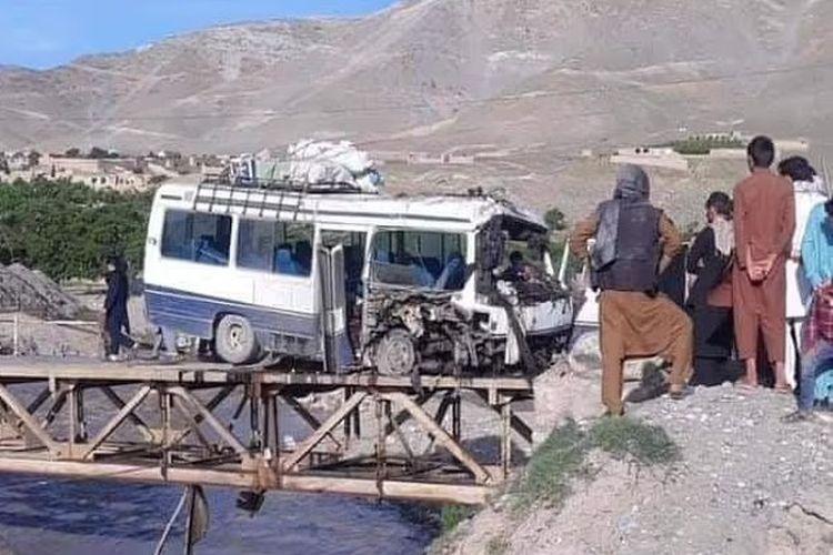 Ledakan bom dalam sebuah bus di Afghanistan, 72 hari sebelum gencatan senjata oleh Taliban. [Via Daily Mail]
