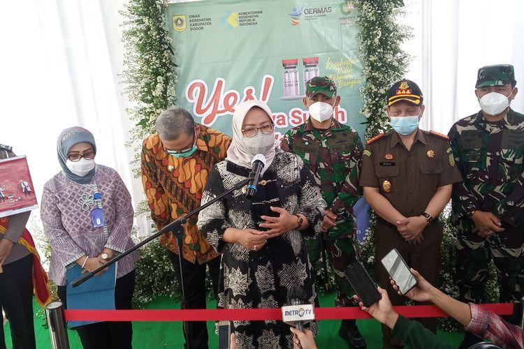 Bupati Bogor Ade Yasin saat menghadiri Pencanangan Vaksinasi Covid-19 di Puskesmas Cimandala, Kecamatan Sukaraja, Kabupaten Bogor, Jawa Barat, Kamis (28/01/2021).