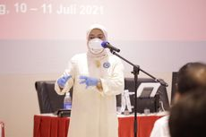 Menaker Ida Fauziyah Tinjau Langsung Pelaksanaan Vaksinasi Gotong Royong bagi Pekerja di Karawang