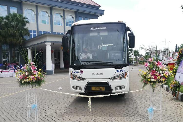 Armada bus DAMRI yang akan melayani rute Kota Wisata Batu menuju Bromo pulang pergi (PP).