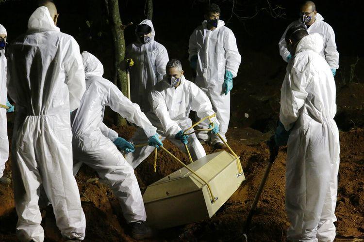 Karena meningkatnya jumlah kematian Covid-19 di Brasil, penguburan di beberapa pemakaman umum  telah diperpanjang hingga jam malam.