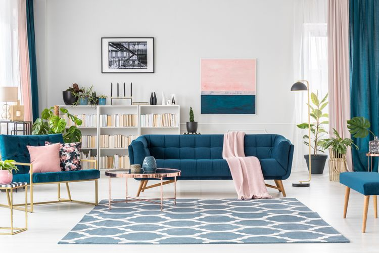 Ilustrasi ruang keluarga dengan nuansa warna biru.