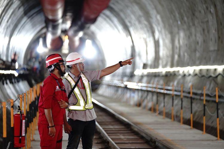 PT Kereta Cepat Indonesia China (KCIC) membuka kesempatan kerja bagi 2.400 orang untuk bergabung mendukung operasionalsiasi Kereta Cepat Jakarta Bandung (KCJB) pada 2021.