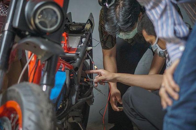 Konversi motor listrik dari skutik Honda BeAT oleh Katros Garage