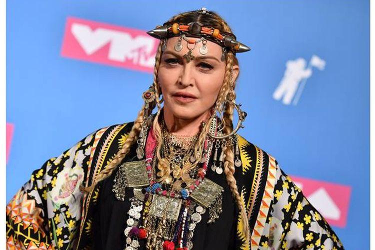 Madonna berpose di ruang press saat menghadiri acara Penghargaan Musik Video, MTV 2018, New York pada 20 Agustus 2018.