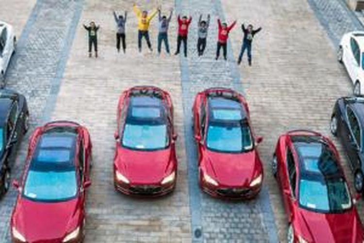 Perusahaan China Skeleton Key berikan Bonus Telsa Model S buat pekerjanya yang berprestasi.