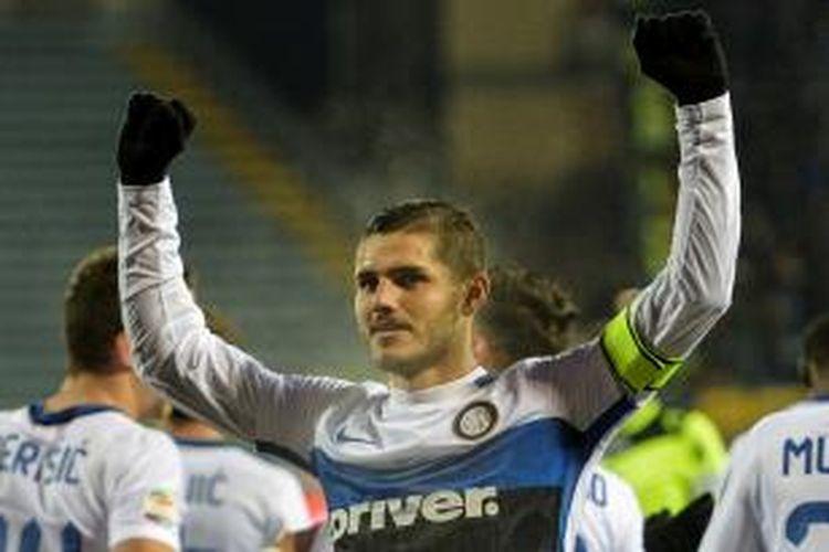 Striker Inter Milan, Mauro Icardi, merayakan gol tunggalnya ke gawang Empoli pada lanjutan Serie A di Stadion Carlo Castellani, Rabu (6/1/2016).