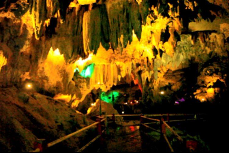 Aneka bebatuan indah dipadu lampu aneka warna di dalam Gua Lawa. Pemerintah Kabupaten Trenggalek memproyeksikan Goa Lawa sebagai destinasi wisata andalan.  Berbagai pembangunan infrastruktur dilakukan guna meningkatkan jumlah kunjungan wisata.