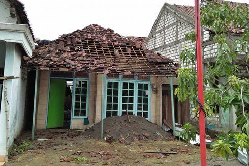 Puting Beliung Rusak Ratusan Rumah Warga di Gresik