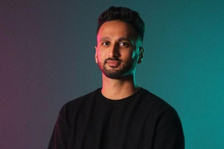 Adnan mengatakan ia merasa sedikit malu tentang bisnis onlinenya.