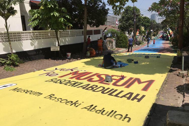 Pelukisan mural di Jalan Keuangan Raya, Cilandak Barat, Cilandak, Jakarta, Selasa (25/8/2020) siang oleh Komunitas Perupa Jakarta.
