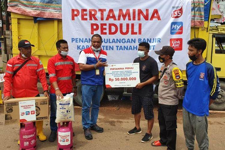 (Pertamina menyalurkan bantuan kepada korban terdampak bencana. DOK. Humas Pertamina)