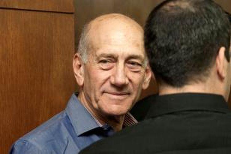 Mantan PM Israel Ehud Olmert diputuskan bersalah menerima suap dalam sebuah proyek pembangunan properti di Jerusalem pada 2010.