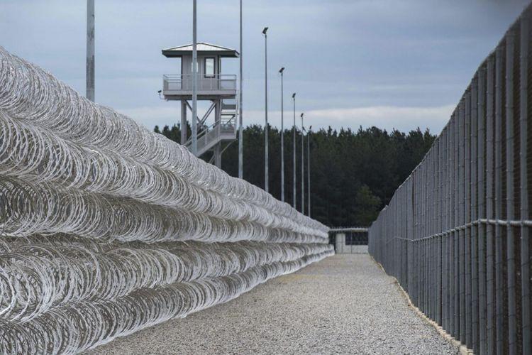 Lembaga Pemasyarakatan Lee di South Carolina menampung sekitar 1.700 tahanan.