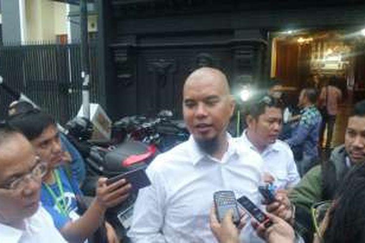 Ahmad Dhani memberi keterangan pers soal dirinya dilaporkan ke polisi atas dugaan penghinaan terhadap Presiden Joko Widodo. Jumpa pers itu diadakan di rumah Dhani di kawasan Pondok Indah, Jakarta Selatan, Senin (7/11/2016).