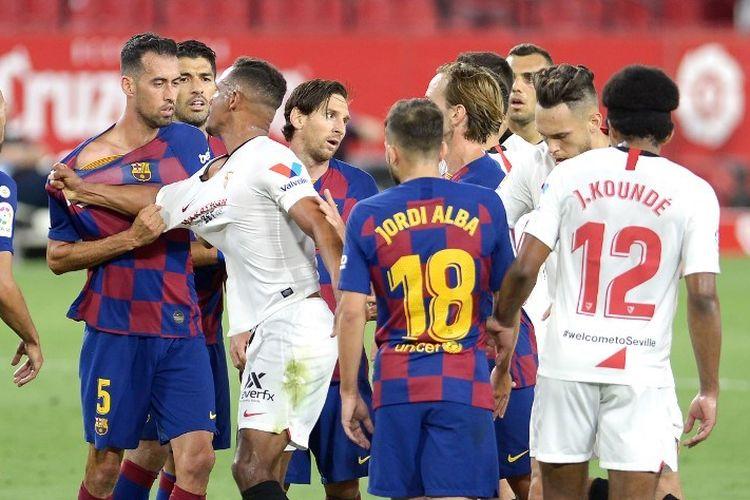 Insiden yang terjadi pada laga Sevilla vs Barcelona di Stadion Ramon Sanchez Pizjuan dalam lanjutan pekan ke-30 LaLiga, kasta teratas Liga Spanyol, Jumat 19 Juni 2020.