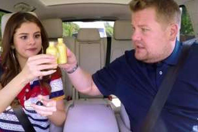 Selena Gomez dan James Corden dalam acara The Late Late Show, Selasa (21/6/2016)