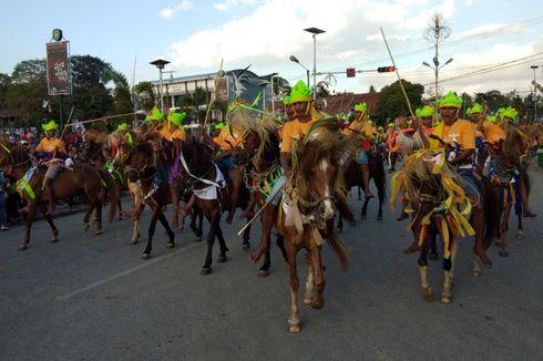 Meriahnya Parade 1.001 Kuda Sandalwood dan Festival Tenun Ikat di Sumba Barat