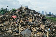 Cerita Petugas Kebersihan di Pintu Air, Berjibaku dengan Gunungan Sampah Sisa Banjir