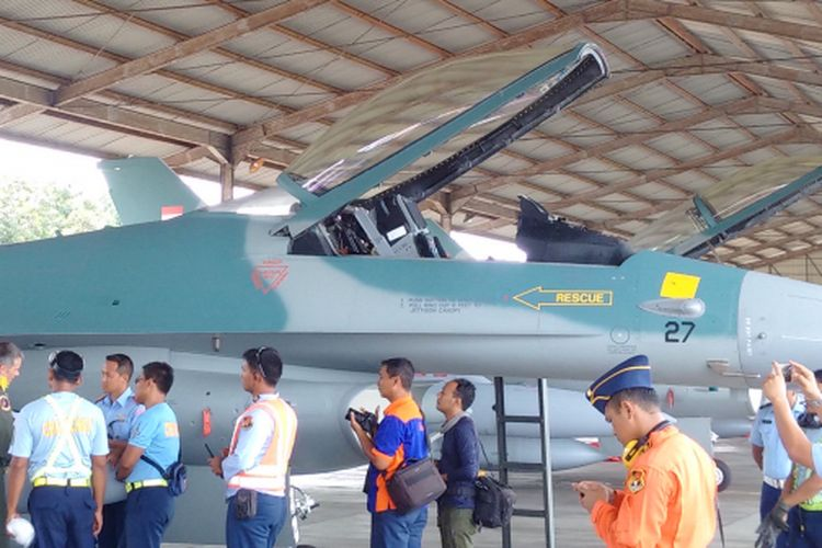 TIBA LANUD ISWAHJUDI -Dua pesawat tempur jenis F -16 Hibah Pemerintah Amerika Serikat akhirnya tiba di Lanud Iswahjudi Magetan, Jawa Timur setelah sempat mengalami gangguan, Selasa ( 21 / 3 / 2017).