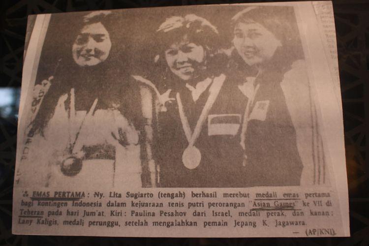 Memorabilia para atlet legendaris tenis Indonesia yang dipamerkan di Main Lobby Hotel Indonesia Kempinski, Jakarta dalam acara Remarkable Sports dan Heritage Photo Exhibition
