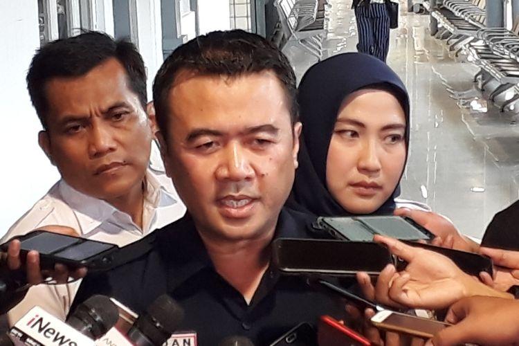 Kepala PT KAI Daop 1 Jakarta Dadan Rudiansyah di Stasiun Pasar Senen, Jakarta Pusat, Minggu (9/6/2019).