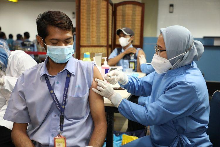 Badan Usaha Bandar Udara (BUBU) Hang Nadim melaksanakan vaksinasi Covid-19 untuk para stakeholders di lingkungan Bandara Hang Nadim.