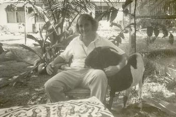Paul Cumming, pelatih sepak bola di Nabire yang sedang menanti tapak-tapak awal proses naturalisasi dirinya agar menjadi WNI. Foto diambil pada 1990.