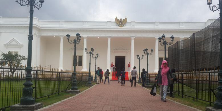 Bangunan mirip Istana Negara yang ada di The Legend Star, Jatim Park 3, Kota Batu, Jawa Timur, Jumat (29/12/2017).
