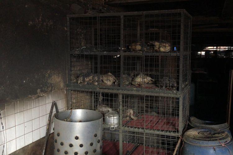 Salah tempat berjualan ayam di basement Blok C Pasar Minggu, Jakarta Selatan yang ludes terbakar pada Selasa (13/4/2021)