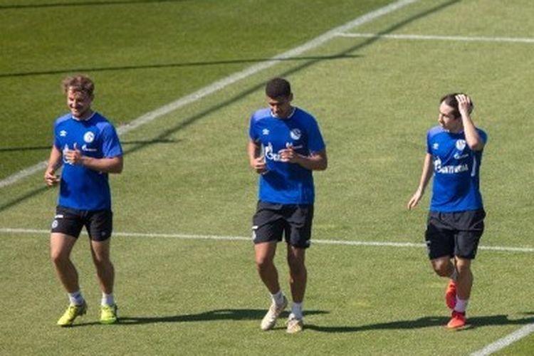 Para pemain Schalke 04 menjalani latihan menjelang bergulirnya kompetisi Bundesliga 2019-2020.