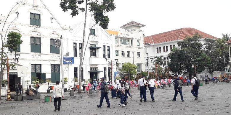 Siswa - siswi sekolah ramai mengunjungi museum-museum yang digratiskan oleh Dinas Pariwisata dan Kebudayaan Pemprov DKI Jakarta pada Selasa (26/6/2018).