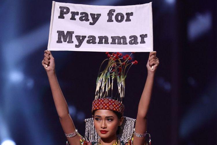 Miss Myanmar Thuzar Wint Lwin tampil di atas panggung di Miss Universe 2021 di Seminole Hard Rock Hotel & Casino pada 13 Mei 2021 di Hollywood, Florida, AS.