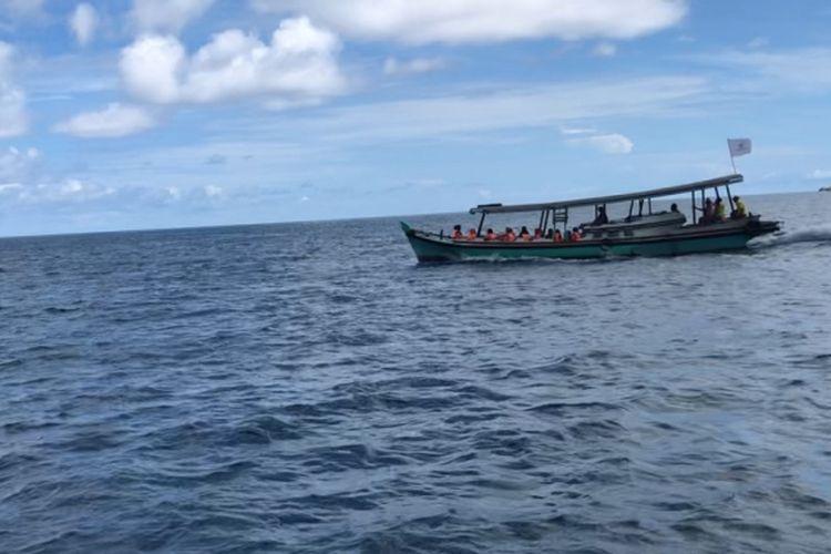 Perahu untuk island hopping Belitung.