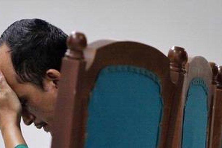 Direktur PT Green Planet Indonesia, Ricksy Presmaturi ketika mengikuti sidang vonis di Gedung Pengadilan Tindak Pidana Korupsi (Tipikor), Rasuna Said, Jakarta Selatan, Selasa (7/5/2013). Pada kasus bioremediasi ini jaksa menuntut hukuman selama 15 tahun penjara sementara majelis hakim pada vonisnya menjatuhkan hukuman selama lima tahun. KOMPAS IMAGES/VITALIS YOGI TRISNA