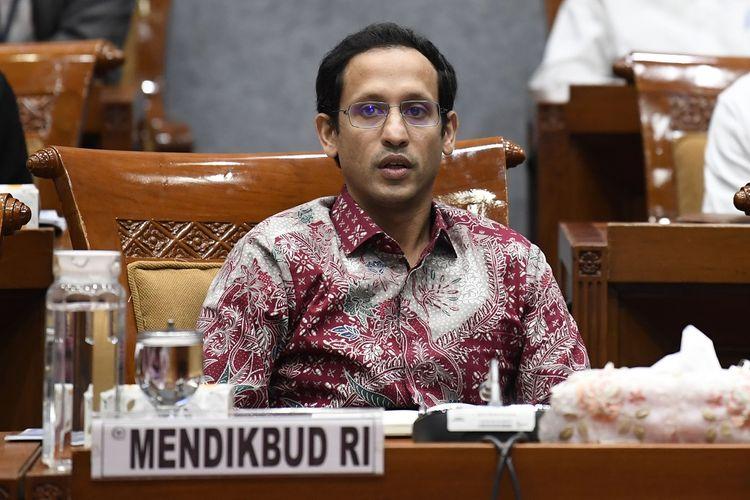 Menteri Pendidikan dan Kebudayaan Nadiem Makarim mengikuti rapat kerja dengan Komisi X DPR di Kompleks Parlemen Senayan, Jakarta, Kamis (12/12/2019). Rapat kerja tersebut membahas sistem zonasi dan Ujian Nasional (UN) tahun 2020, serta persiapan pelaksanaan anggaran Kementerian Pendidikan dan Kebudayaan tahun 2020. ANTARA FOTO/Puspa Perwitasari/aww.