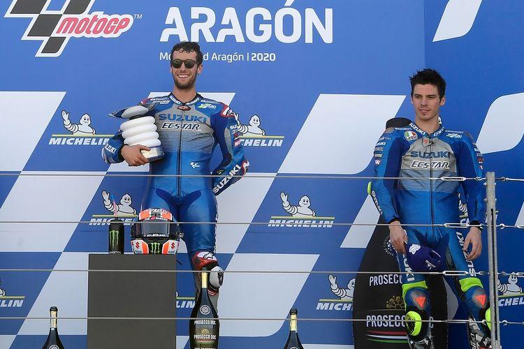 Pebalap Suzuki Ecstar, Alex Rins (kiri) dan Joan Mir (kanan), meraih podium pada balapan MotoGP Aragon, 18 Oktober 2020.