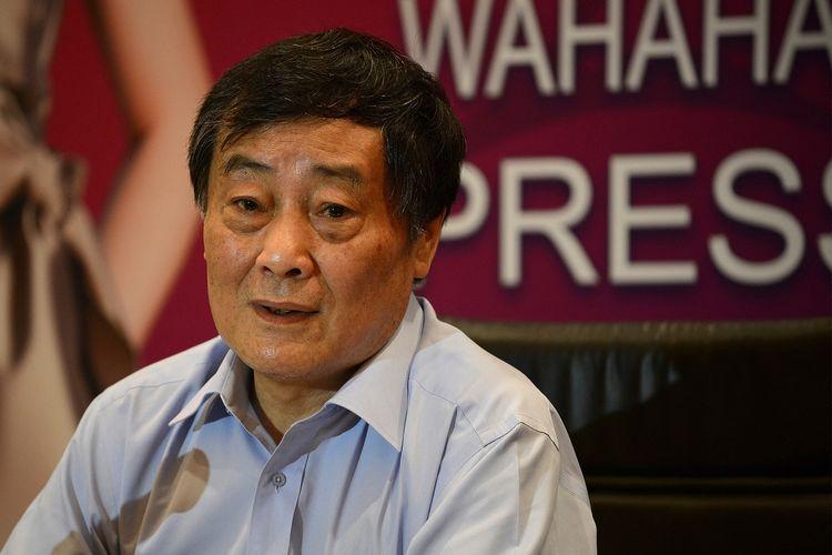 Foto tertanggal 17 Juli 2013 menunjukkan Presiden Wahaha, Zong Qinghou, berbicara dalam konferensi pers di Beijing.